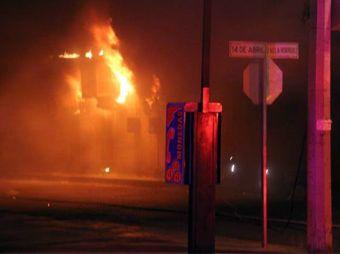 Deja seis locales afectados incendio en el Mercado Municipal #2