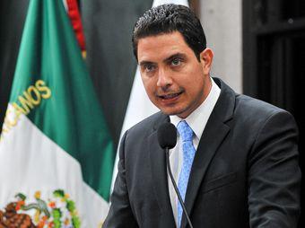Propone Luis Nieves prohibir registro de nombres ofensivos y carente de significado
