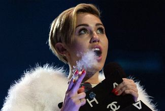Miley Cyrus fumó marihuana durante la entrega de los EMA