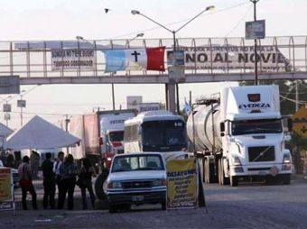 Incrementan Yaquis horas de bloqueo en Vícam