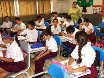 El próximo lunes 03 de febrero no habrá clases en las 4 mil 701 escuelas de preescolar, primaria y secundaria en sustitución del cinco de febrero