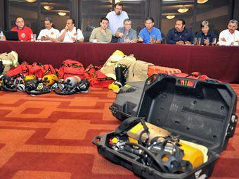 Reciben Bomberos de Sonora equipo donado por EUA