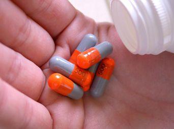 Libera Secretaría de Salud registro de 26 medicamentos genéricos