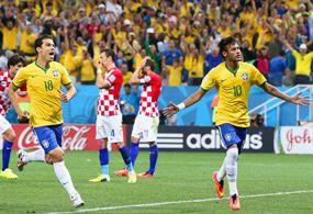 Neymar y Oscar dan a Brasil su primera victoria