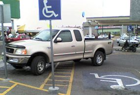 Se aplicaron 199 multas por ocupar cajones para discapacitados