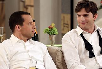 El personaje de Ashton Kutcher, Walden Schmidt, le propondrá matrimonio a su amigo Alan Jerome Harper (Jon Cryer)