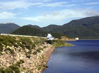 La presa el 'Mocúzarit' presentaba hasta este jueves un almacenamiento de 810 millones de metros cúbicos, su capacidad es de 950 millones y está recibiendo 150 metros cúbicos por segundo.