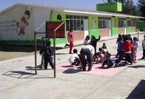 Muere menor en jardín de niños de Sonora al caerle columpio encima