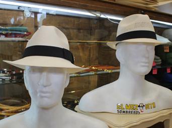 Es muy importante comprar la talla indicada de sombrero, de esto dependerá en gran medida lo cómoda o cómodo que te sientas al portarlo.
