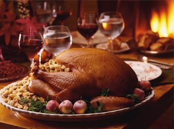 En diciembre tenemos muchas fechas importantes que celebrar, es un momento de reunión y esto implica tener una deliciosa comida, por eso creemos que te será de utilidad tener a la mano la receta de pavo relleno para navidad.