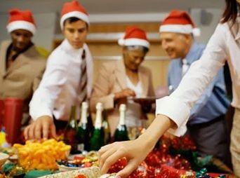 Aumentar de peso en diciembre se debe a que el consumo de alimentos se modifica y aumenta la ingesta de calorías por el tipo de alimentos que se preparan en estas fechas, las cuales tienen más grasa y azúcar.