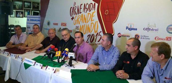 Hermosillo quiere preparar la carne asada más grande del mundo